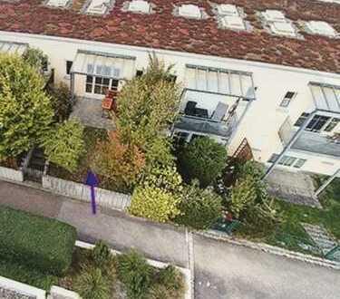 lichtdurchflutete, gepflegte Terrassenwohnung mit 2 eingezäunten Gartenteilen zur alleinigen Nutzung
