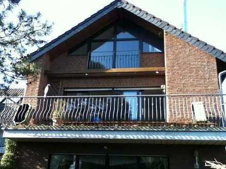 Vollständig renovierte 3-Zimmer-Maisonette-Wohnung mit Balkon und EBK in Neuss