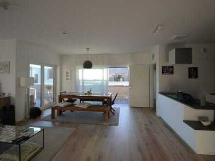 Penthouse-Wohnung helle, große Räume, mit EBK und großer Dachterrasse