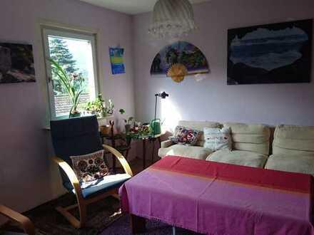 Freundliche 2,5-Zimmer-Wohnung mit Balkon und Einbauküche in Scheuern