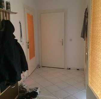Helles Zimmer in 2-Raum Wohnung in schöner Lage Altlindenaus