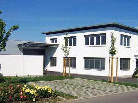 Büro- und Produktionsräume in modernem Niedrigenergiegebäude
