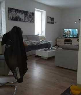 Günstige, modernisierte 4-Zimmer-Maisonette-Wohnung mit EBK in Salzlandkreis