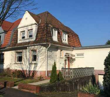 Bad Godesberg - Zentrum, Einfamilienwohnhaus mit großem Grundstück und Garage