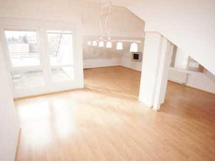 Moderne 4,5 Zi. DG-Wohnung mit Süd-Dachterrasse, Aussicht, Garage, Ruhig + Zentral…