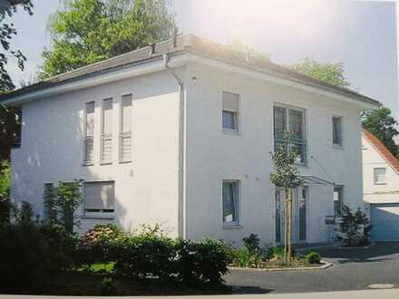 Ein Haus mit Grundstück zum wohnen in Berlin- Zehlendorf