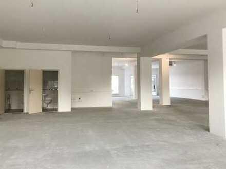 # Traitteur Immobilien - Erstbezug: Ausstellungs-/ Lager-/ Bürofläche