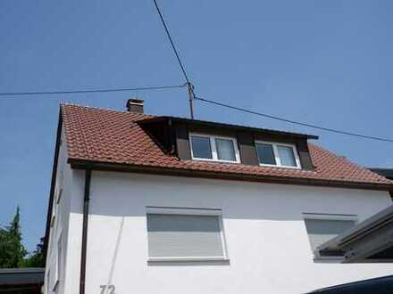 Schöne 2,5 Zimmer Dachgeschoss Wohnung, teilmöbiliert mit EBK und Stellplatz in Aidlingen, WM:670€