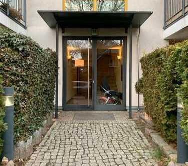 Lichtdurchflutete 2 Zi Wohnung mit offenem Layout & Balkon in grüner ruhiger Umgebung