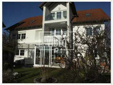 Geräumige 4-Zimmer-Wohnung mit großem Südgarten, Hobbykeller, Einzelgarage und Stellplatz in Pull...