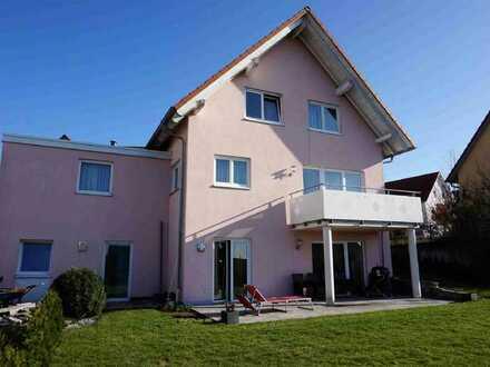 Junges, kompaktes Einfamilienhaus in Ellwangen-Röhlingen mit beeindruckender Weitsicht