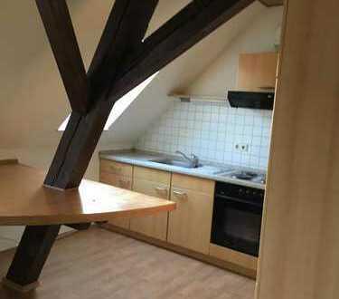 Attraktive 2-Zimmer-Maisonette-Wohnung mit Balkon und EBK in Großkarlbach