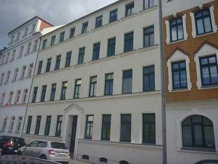 Ihr neues Zuhause? Schöne 2-Zimmer-Altbauwohnung mit Balkon