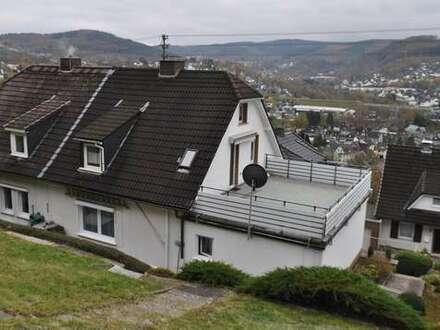 Rserviert. Niederschelden, grundsolides Einfamilienhaus in sonniger Aussichtslage