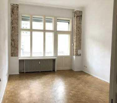 Schöne 5-Zimmer-Wohnung mit grossem Balkon am Tiergarten und Landwehrkanal
