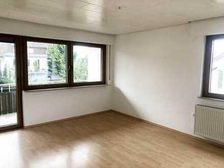 Renovierte, helle 4 Zimmerwohnung mit sonnigem Balkon in schöner Lage