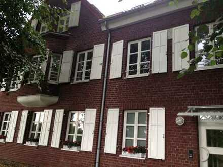 4-Zimmer-Maisonette-Wohnung mit Balkon und EBK im historischen Stadtkern von Kaiserswerth