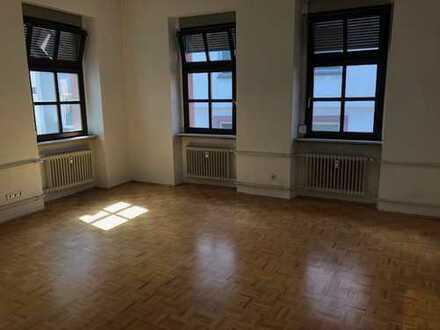 Gepflegte 4-Zimmer-Wohnung mit Einbauküche im Herzen Heidelbergs