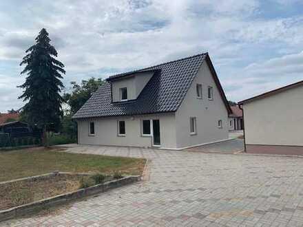 Saniertes, geräumiges Einfamilien Haus mit fünf Zimmern in Nauen
