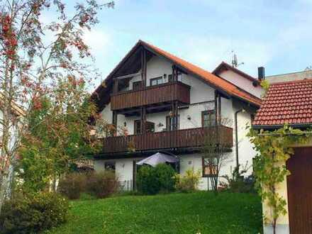 Helle Dachwohnung mit tollem Schnitt & Sichtdachstuhl - großer Balkon und Isenblick
