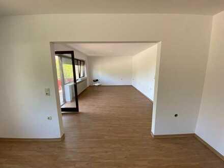 Schöne 3,5-Raum-Hochparterre-Wohnung mit EBK und Balkon in Lauchheim-Hülen