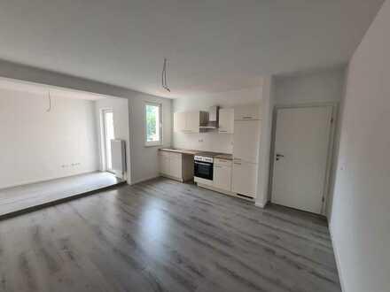 Erstbezug nach Sanierung 4-Zimmer-Wohnung mit großen Balkon in der City!
