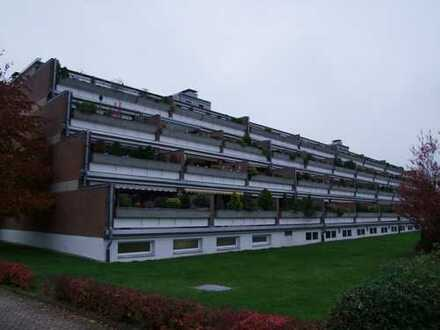 schöne große 3 Zi. Wohnung im Terrassenhaus, Aufzug und Schwimmbad vorhanden