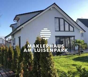 Modernes Einfamilienhaus mit großer Einliegerwohnung und Rundpool