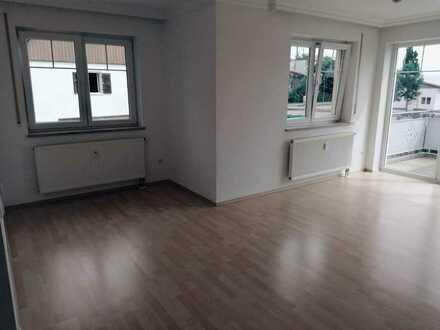 Gepflegte 3-Raum-Wohnung mit Balkon und Einbauküche in Schrobenhausen