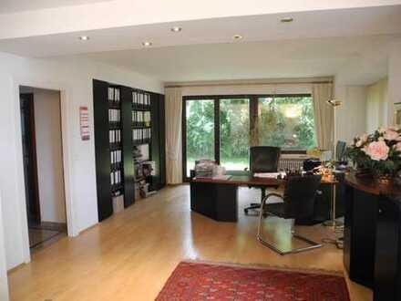 Die repräsentative Büroetage mit unterschiedlich grossen Räumen in sehr guter Lage