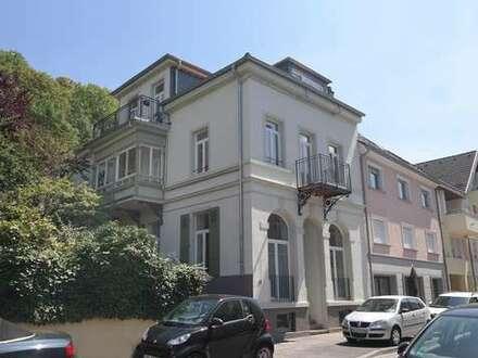 Sanierte Geschäftsräume, ideal als Büro oder Ladengeschäft, mit überdachter Terrasse im Hinterhaus