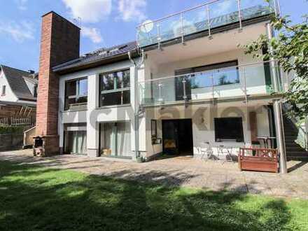 Mehrgenerationenhaus oder vermieten: EFH mit ELW und 1-Zi.-Apartment, 2 Balkone und Terrasse!