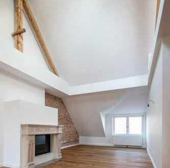 Altbaujuwel in Pasing | Charmante Dachgeschosswohnung mit offenem Gebälk und echtem Holzkamin!