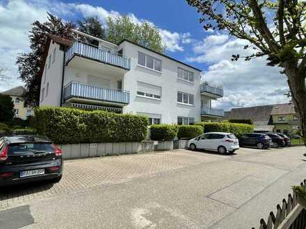 Sehr schöne sonnige 3 Zi Wohnung mit Balkon und 2 KFZ-Stellplätzen