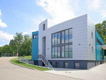 Erstbezug: Moderne Büroräume im Erdgeschoss oder Obergeschoss - individuell teilbar