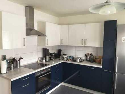 Helle und ruhige 4- Zimmerwohnung mit moderner und hochwertiger Einbauküche
