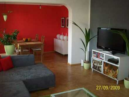 Stilvolle, sanierte 3,5-Zimmer-Wohnung mit Balkon und EBK in Untermenzing, München