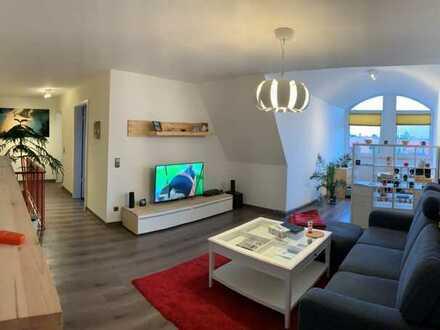 Modernisierte 2-Raum-Maisonette-Wohnung mit Balkon, Einbauküche und Tiefgaragenstellplatz