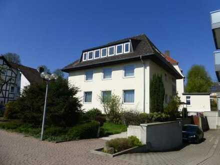 Zwei-Zimmer-Dachgeschoss-Wohnung mit Balkon, frisch renoviert
