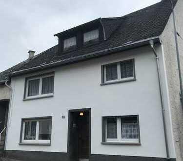Gemütliches Einfamilienhaus mit Garage in Burgen !