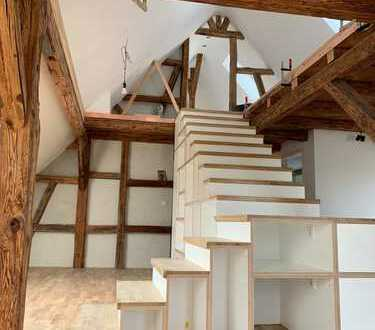 liebevoll sanierte Galeriewohnung mit besonderen Altbaucharme - Erstbezug