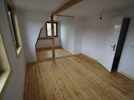 Attraktive, vollständig renovierte 2-Zimmer-DG-Wohnung mit gehobener Innenausstattung in Erbach