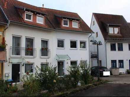 Neuwertiges 4-Zimmer-Reihenmittelhaus mit Einbauküche in Ittlingen