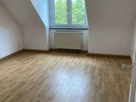 Freundliche, gepflegte 2-Zimmer-Dachgeschosswohnung in Erlabrunn