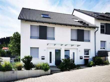 F&D | Reihenmittelhaus mit Terrasse, Garten & Garage in ruhiger Lage