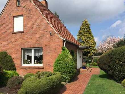 Schönes Grundstück mit freistehendem Einfamilienhaus und Garage in Freren
