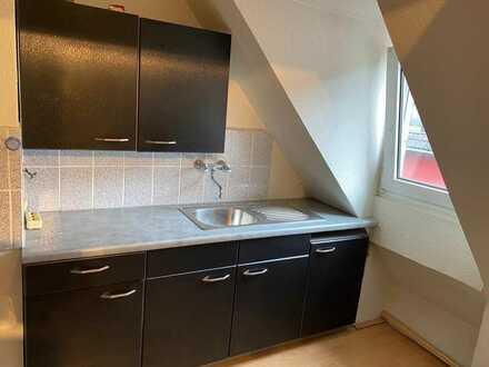 Gepflegte 2,5-Raum-Dachgeschosswohnung mit Einbauküche in Gelsenkirchen