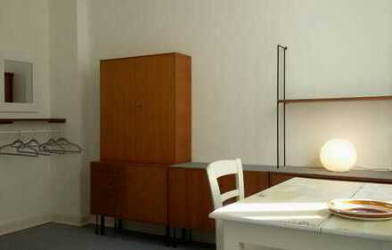 Altbauflair!!!WG- 1 hochwertig möblierter Wohnraum im OG_ 28qm_ kernsaniert !! ab sofort frei!!