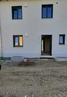 NEUBAU-ERSTBEZUG: Doppelhaushälfte in Kranzberg Nähe Freising