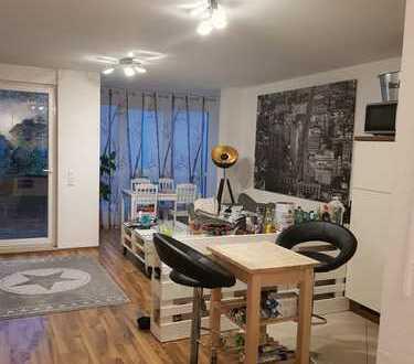 Freundliche 2-Zimmer-Wohnung mit Balkon und Einbauküche in Leipzig